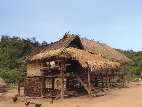 photo village dans la jungle au vietnam pour voyage solidaire