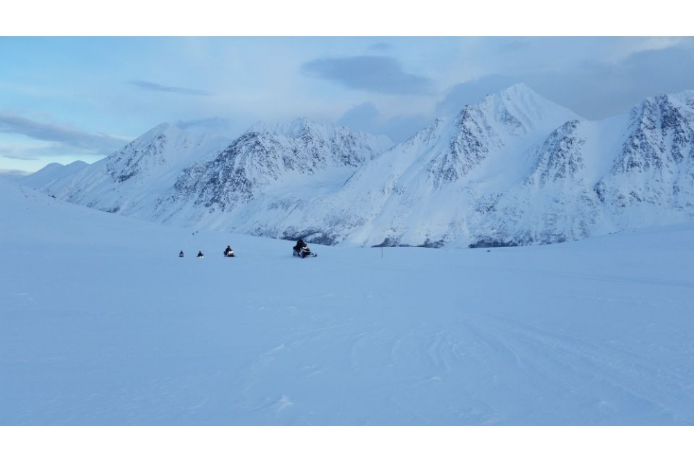 Tromsø: Tamok Valley Snowmobile adventure and Ice Domes Hotel Visit