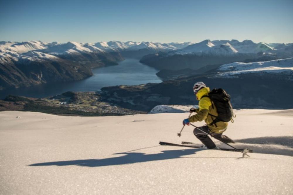 Full-day Guided Skiing Adventure in Sunnmøre Alps from Stranda