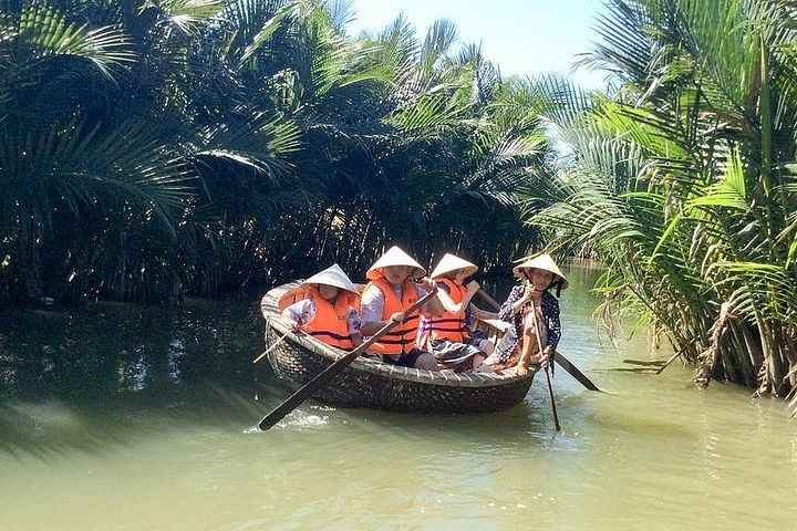 Hoi An Eco Tour and Cua Dai River Basket Boat Ride with Lunch