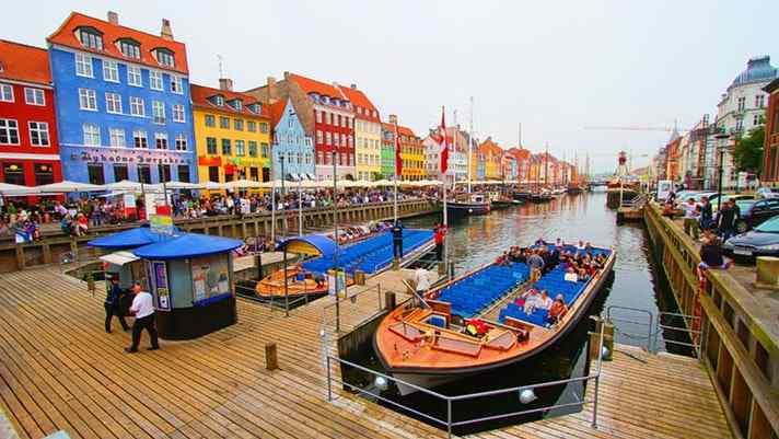 Copenhagen Walking Tour: 5-hour Guided City Tour