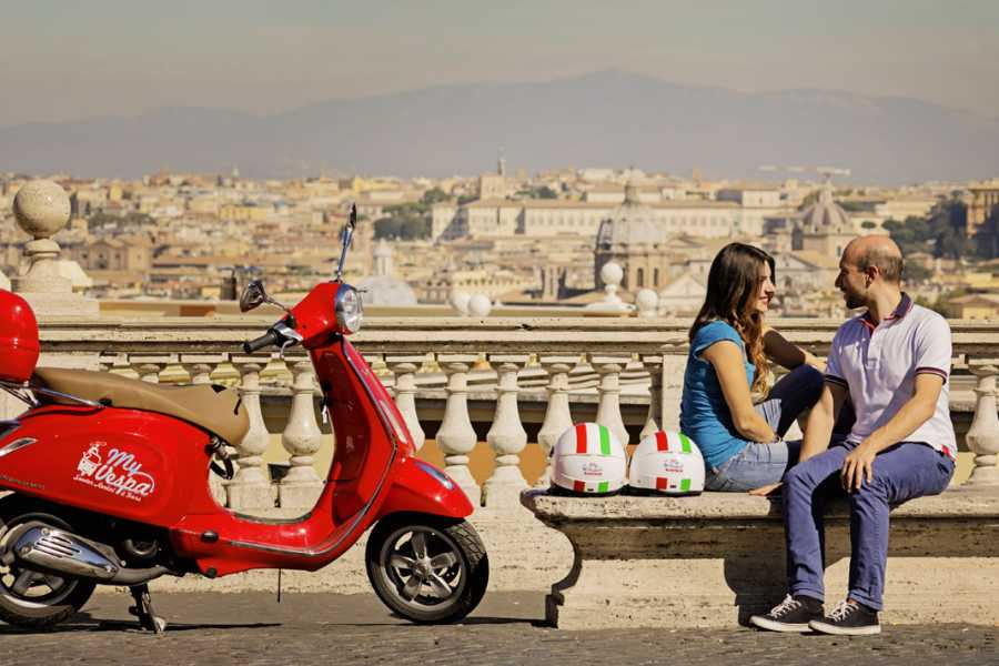 Rome by Vintage Vespa Classic Sightseeing Tour