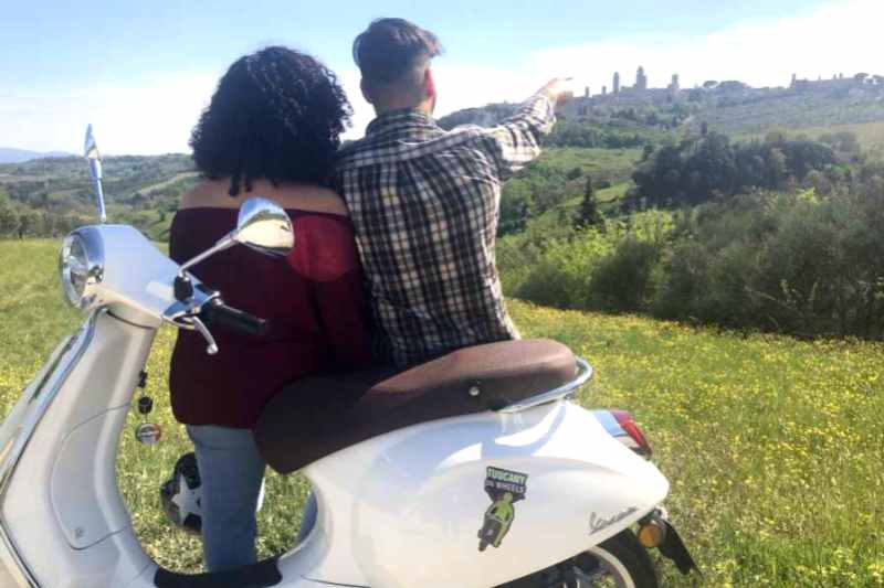 From Florence: Tuscany Vespa Day Tour with San Gimignano Visit and Lunch