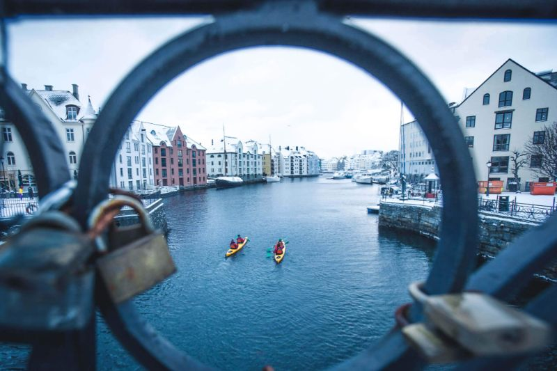 Winter Alesund Sea Kayaking Tour Experience