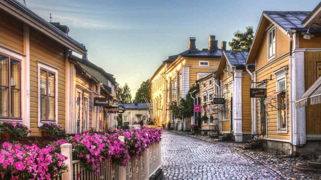 Porvoo Tour: Full-day Guided Tour from Helsinki with Boat trip & Lunch