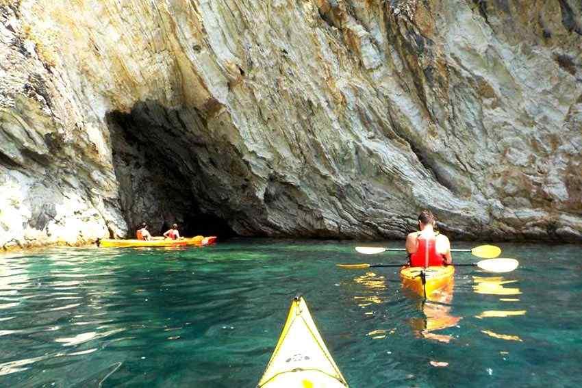 Lefkada Kayaking: Half-Day Lefkada Kayaking Tour from Mikros Gialos