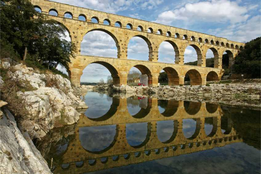 Arles, the Alpilles and Pont du Gard Small-Group, Day Trip from Avignon