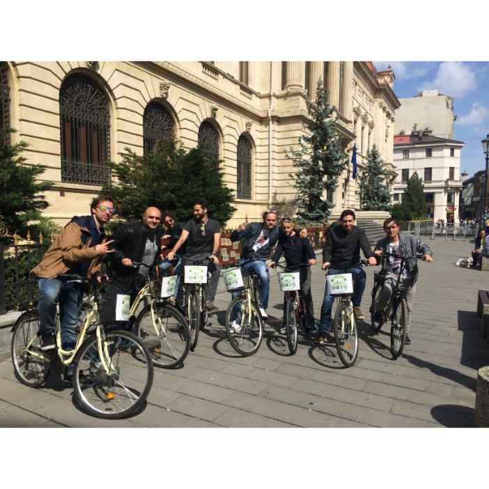 Bucharest Bike Tour: 2-Hour Bucharest Highlights Bike Tour