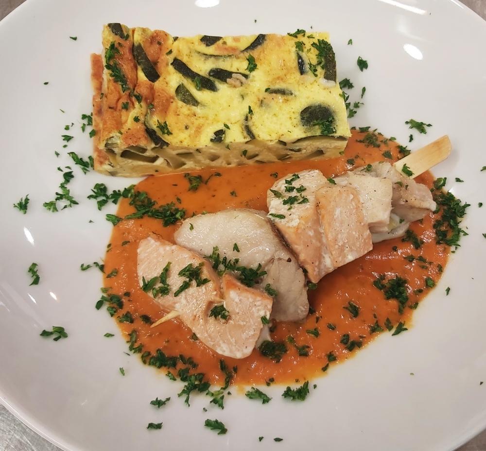 Brochette aux 2 poissons, gratin de courgettes au curry