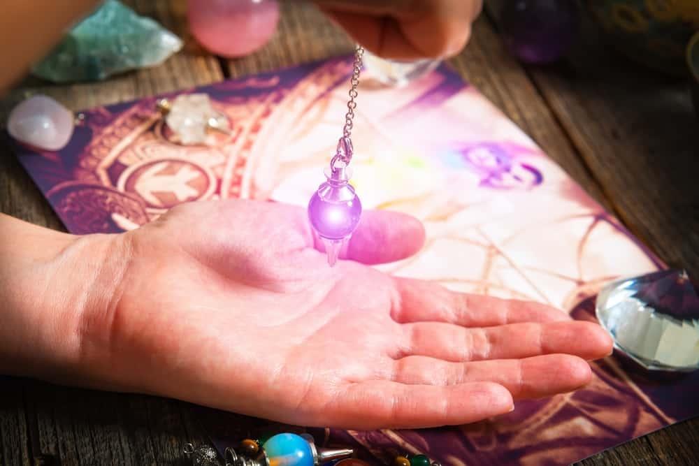 La magie du pendule et du magnétisme dans le quotidien et dans vos soins