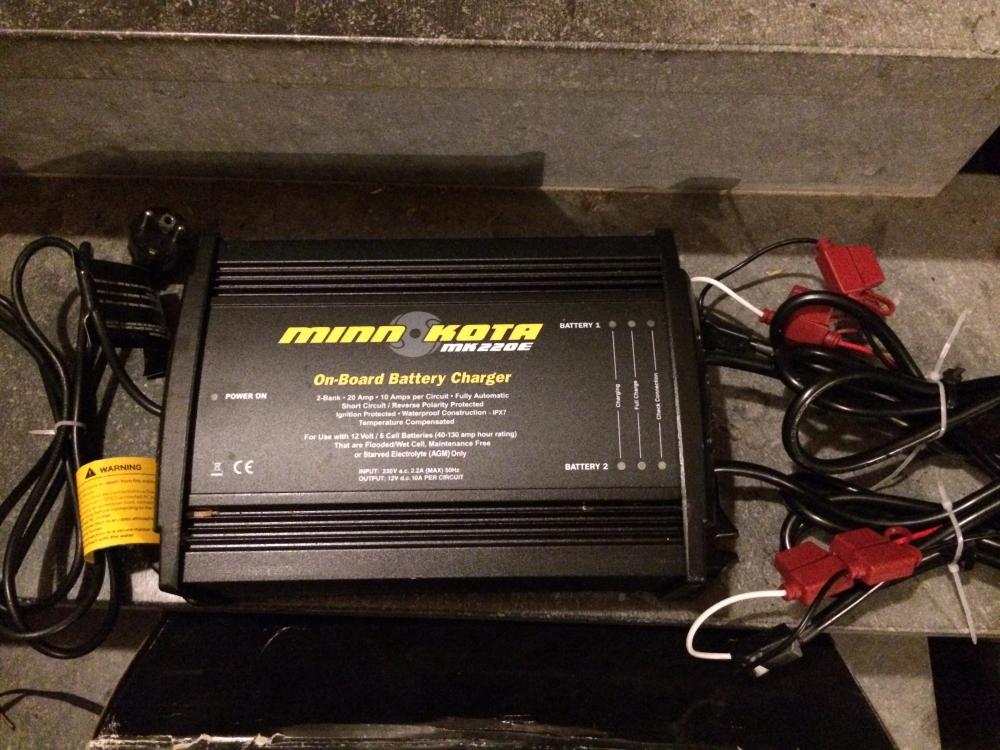 A vendre chargeur Minnkota étanche 2 X 10 Amp.