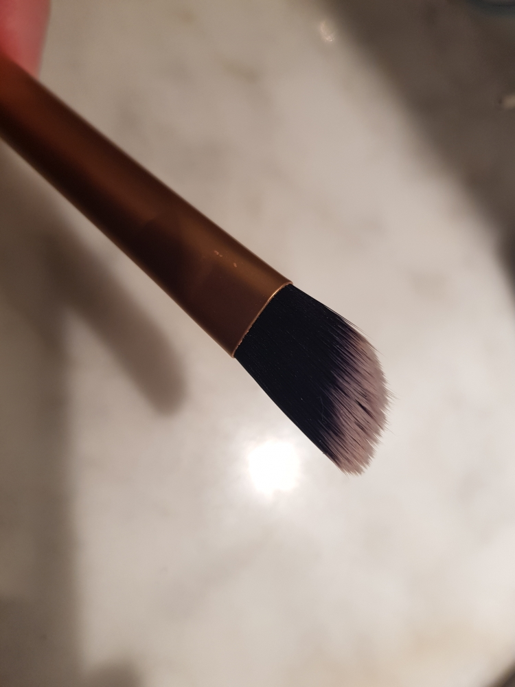 Real Techniques conceal brush