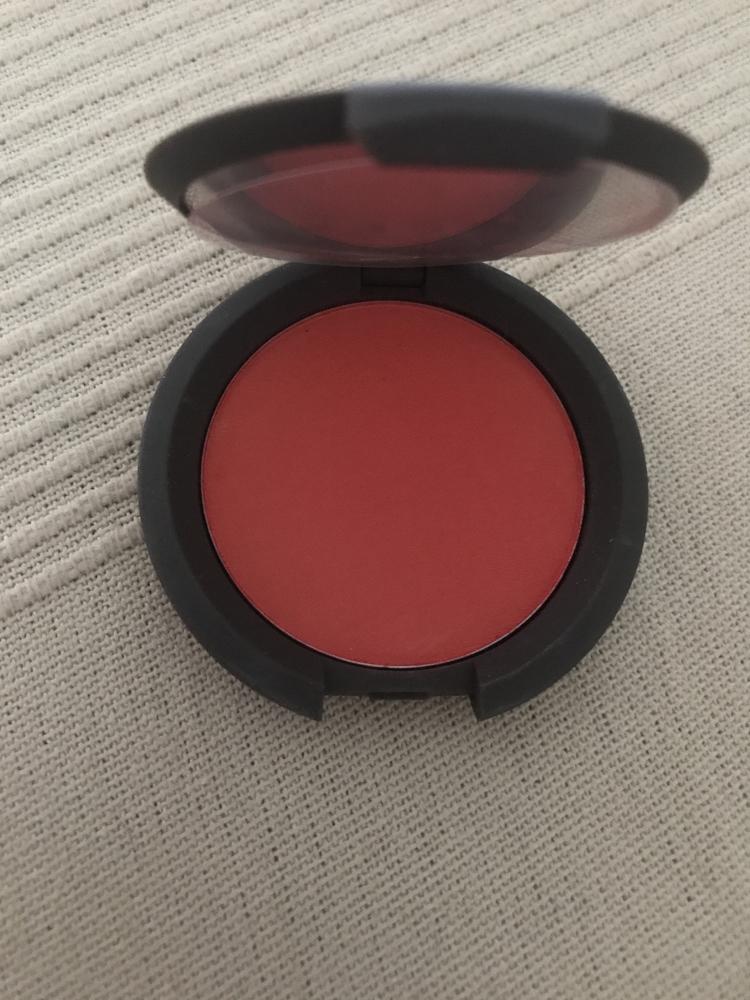 Colorete becca color rojo anaranjado