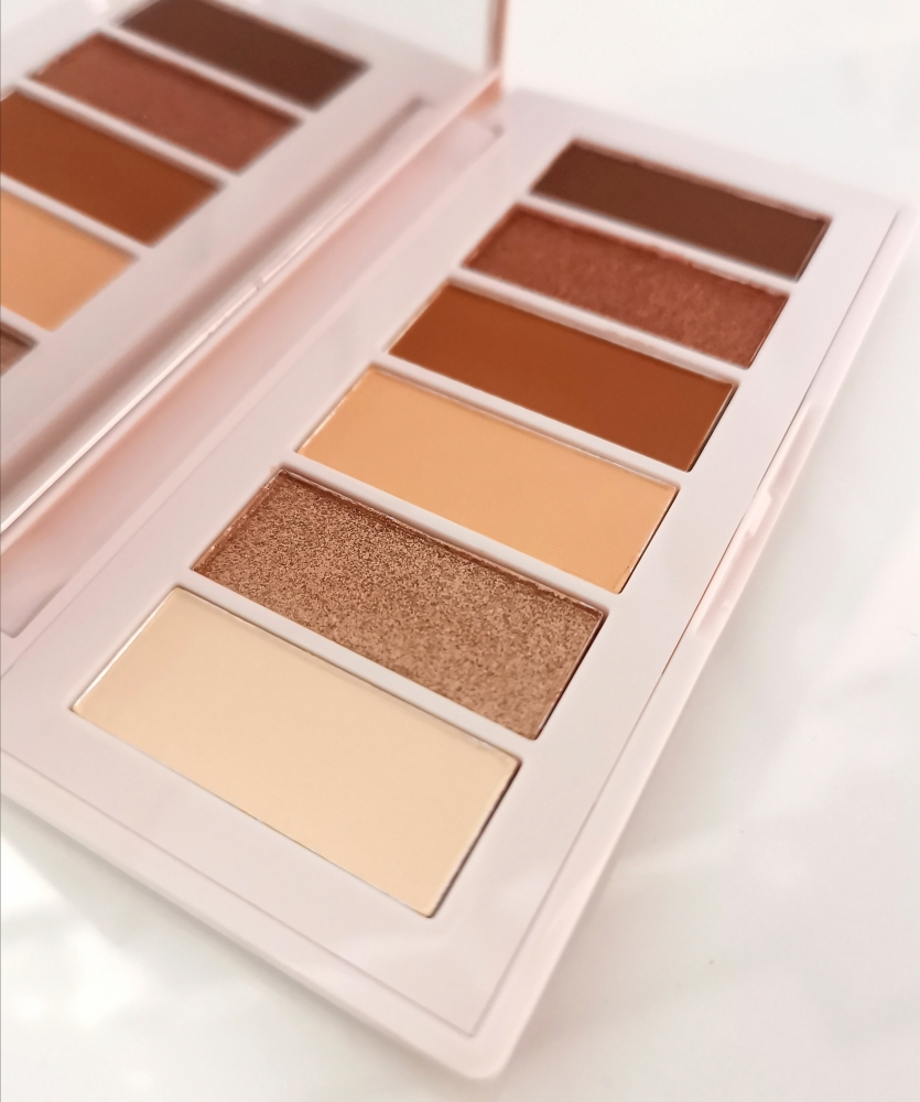 mimosa moment Eyeshadow palette