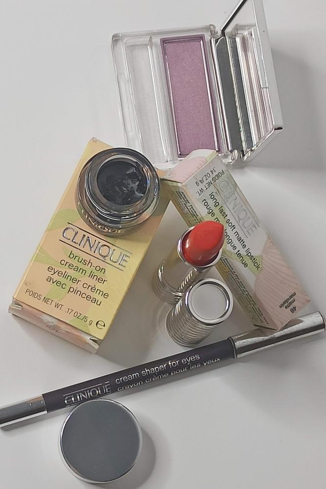 SET Labial, Sombra mono, Lapiz de ojos y Delineador crema CLINIQUE