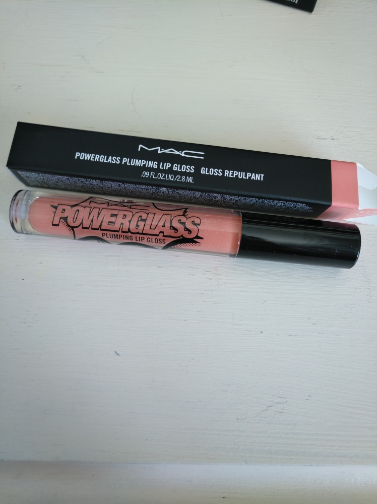 Plumping lip gloss PowerGlass Mac