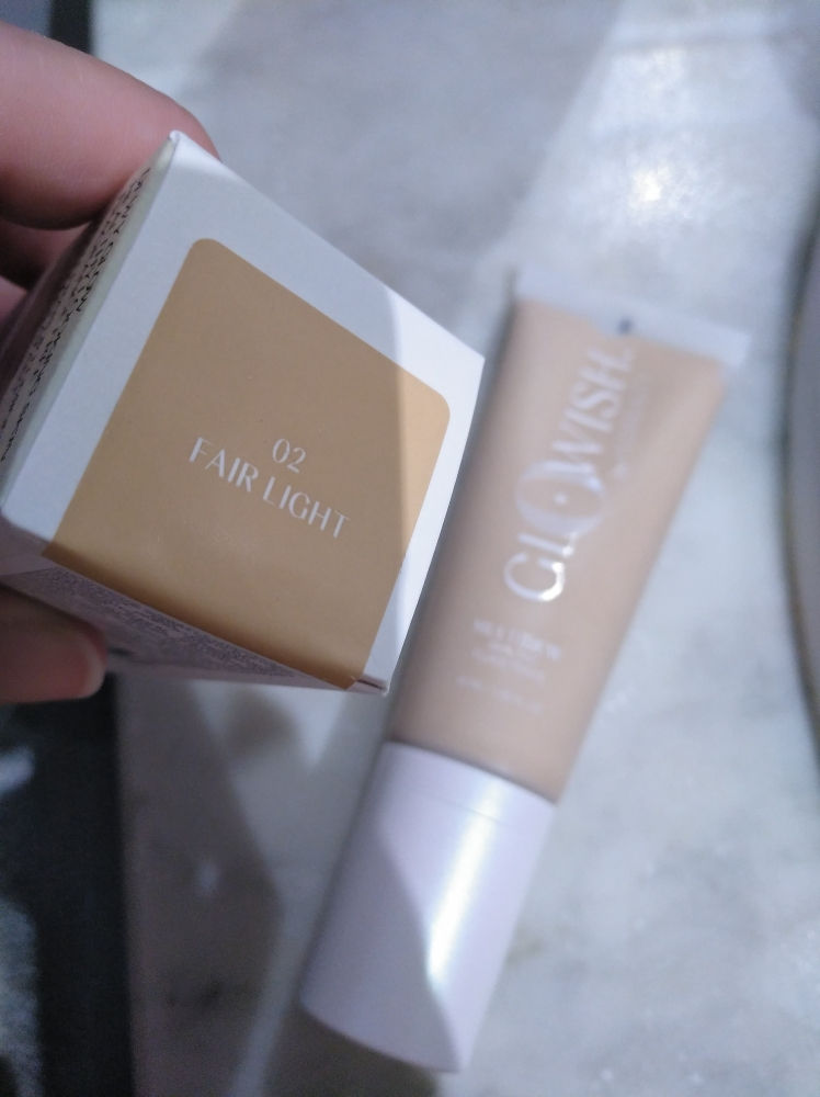 Base maquillaje Glowish de Huda Beauty