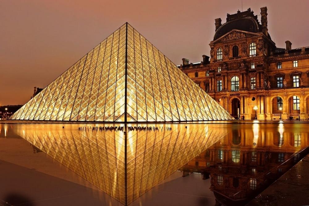 Un cours de dessin au Louvre - Paris