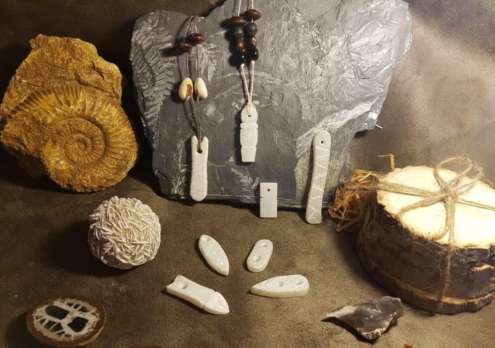 Kit archéo-créatif : fabriquer ses parures préhistoriques