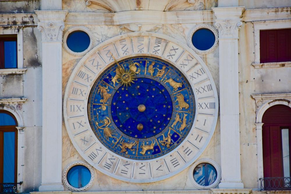 Initiation à l'astrologie: clés pour interpréter son thème natal