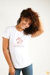 zawema femme cheveux frisés souriante