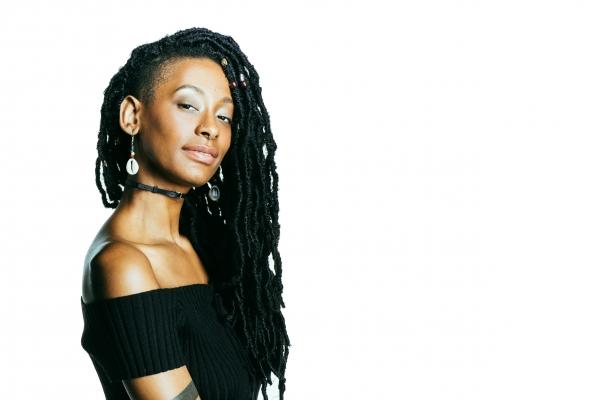 zawema femme cheveux crépus locks