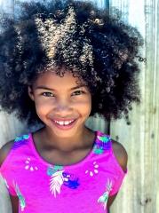 zawema enfant fille cheveux frisés