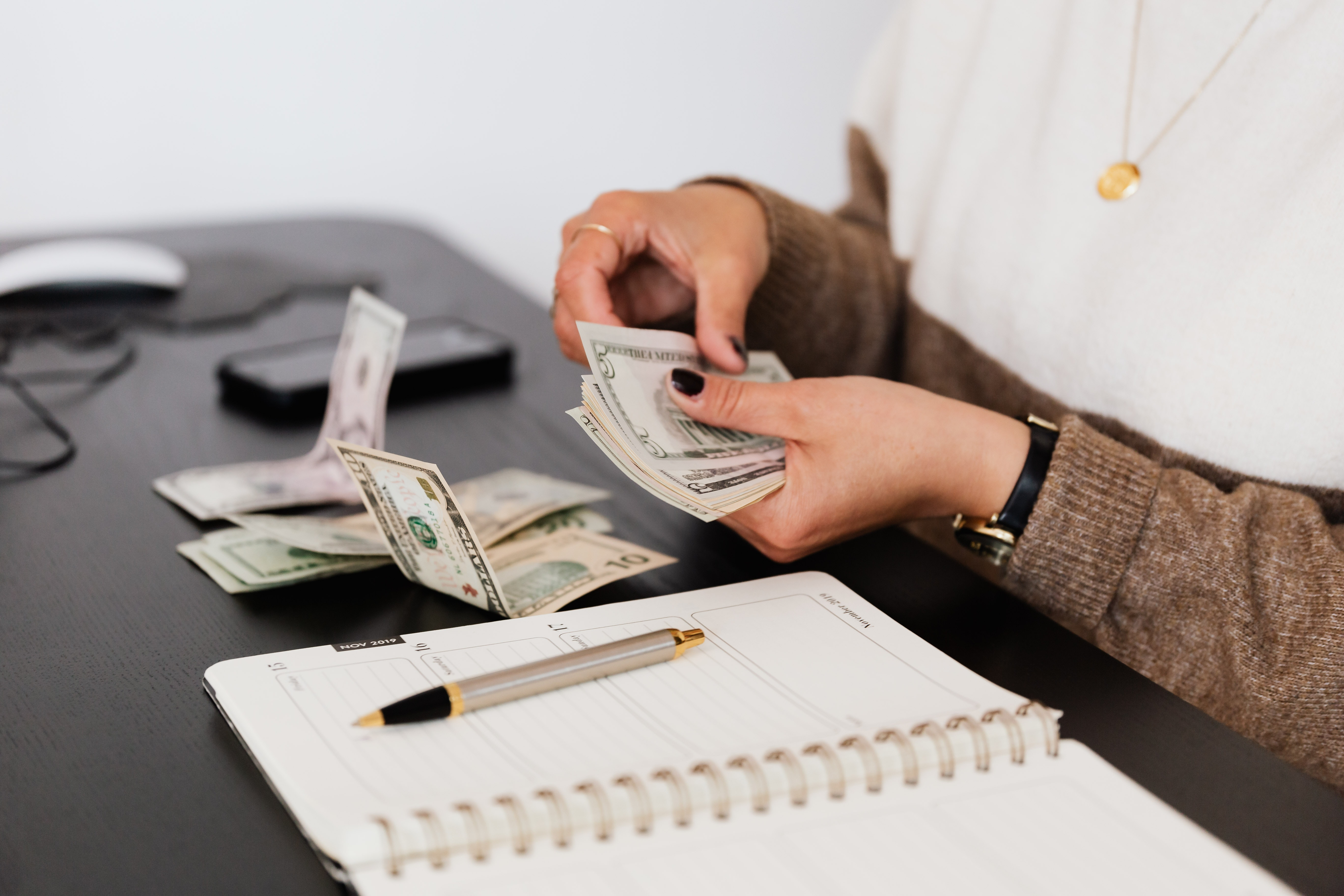 Working as freelance writer: Salary, rates & income