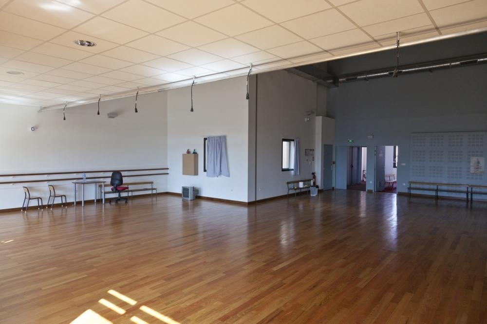 La Place de la Danse / Studio du 48 - UNE SEMAINE MINIMUM VOIRE QUINZAINE POUR LE MOIS D'AOUT 2020