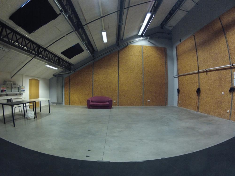 CENTQUATRE-PARIS / Atelier 08 (1 semaine min)