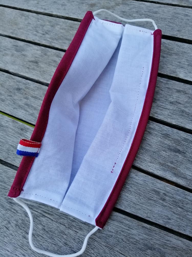 Masques bordeaux ou noir alternatif en tissu à élastique et zone à filtre haut de gamme, fabrication française.