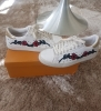 Baskets blanches motif Roses à clous taille 37 Pull&bear