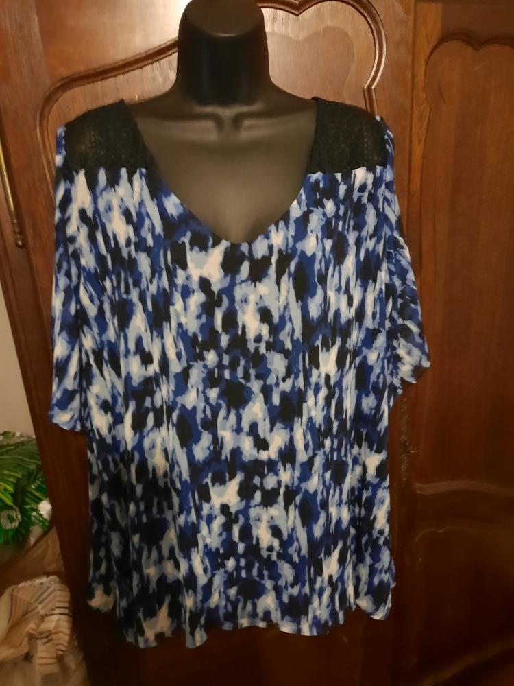 Jolie tunique bleue, blanche et noire