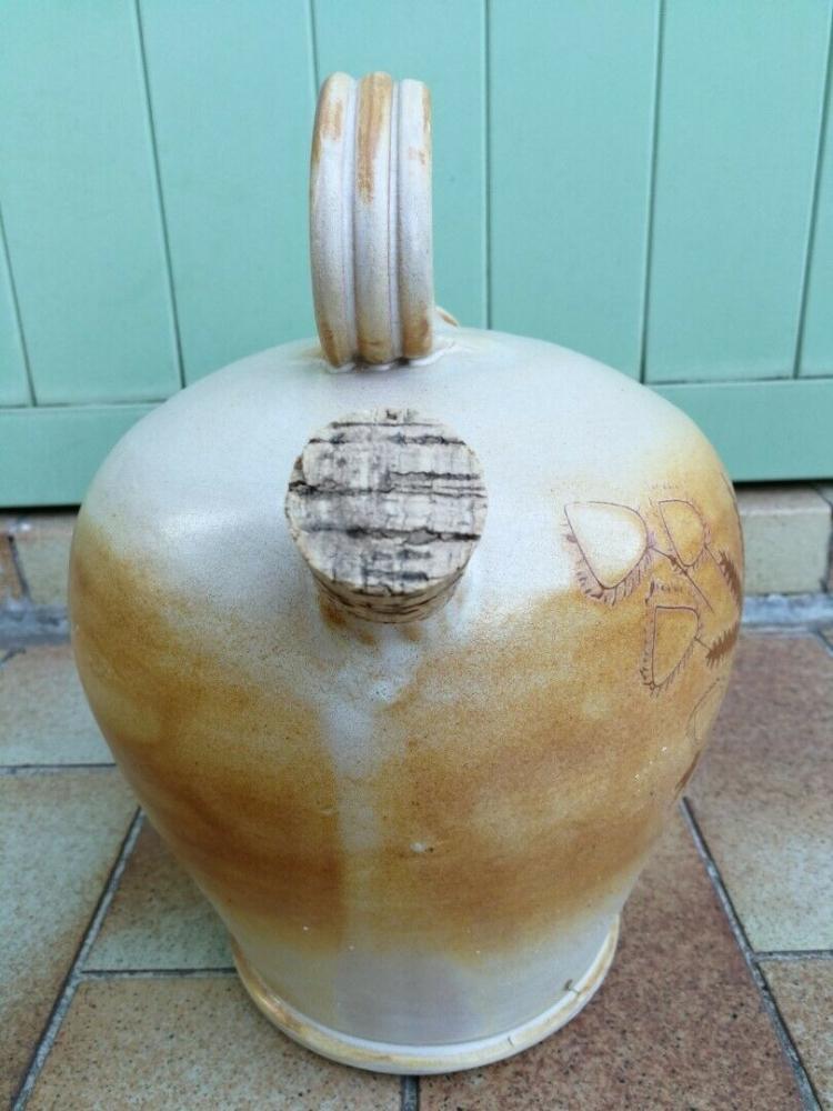 Ancienne jarre à huile en terre vernissée avec bouchons en liège
