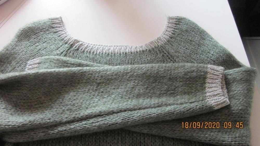 Pull laine vert amande