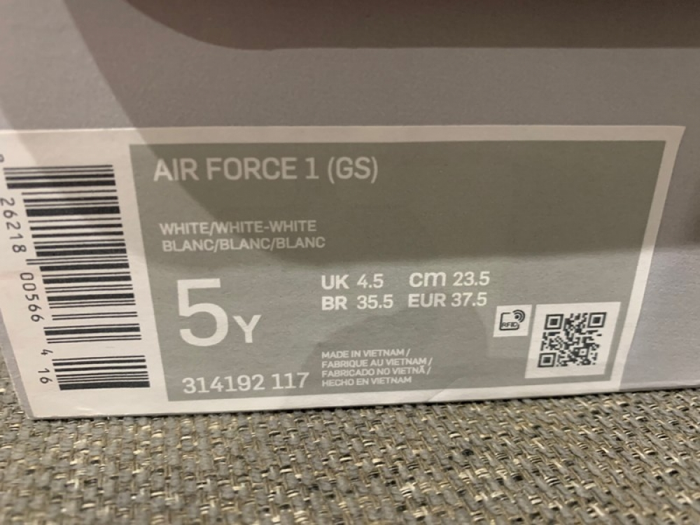 Baskets Nike Air Force 1  taille 37,5EU