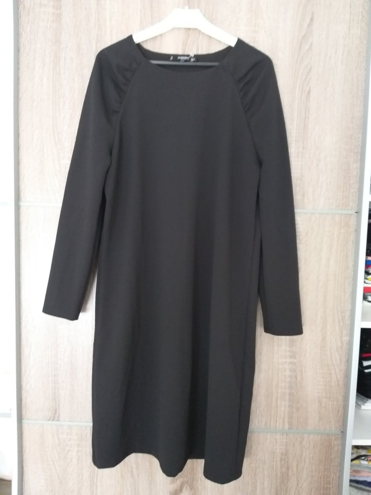 Robe noire Mango