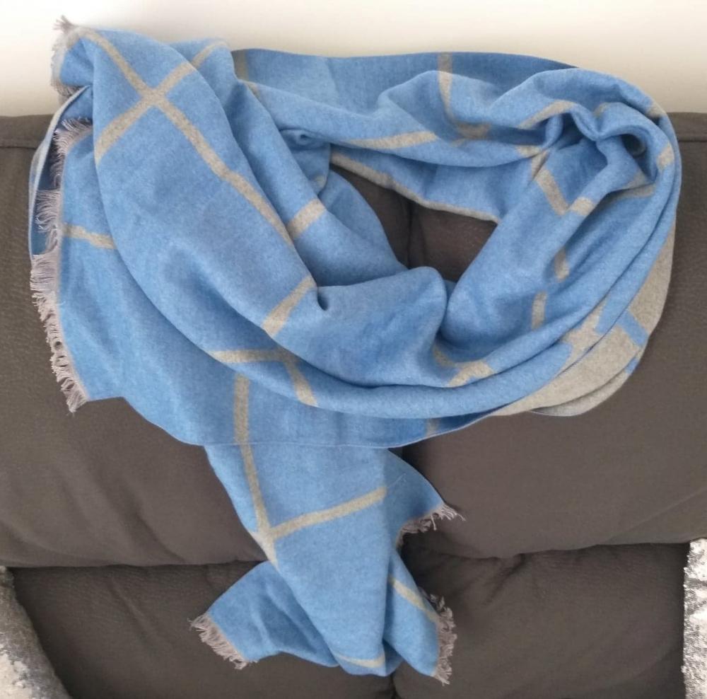 Echarpe bleue et grise