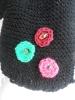 jolie écharpe en laine noire, à fleurs et frous frous