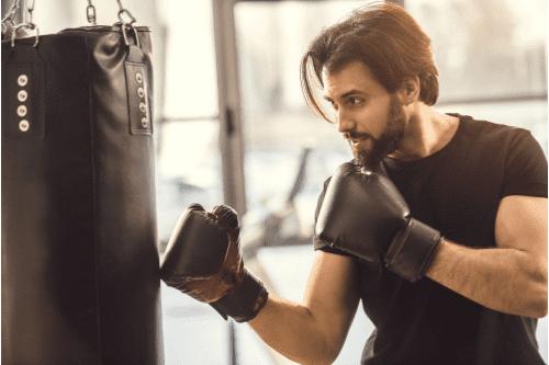 entrainement de boxe anglaise au sac de frappe