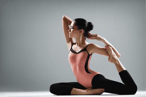 exercice de yoga pour étirement et de souplesse