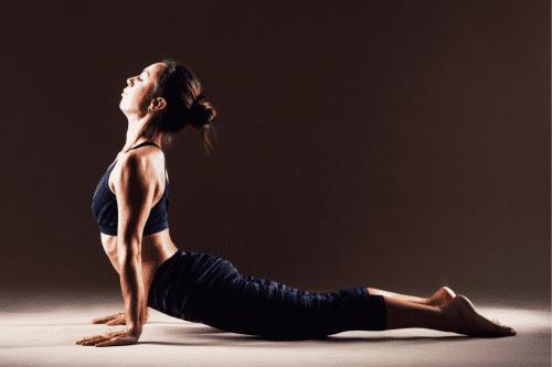 exercice d'étirement de yoga