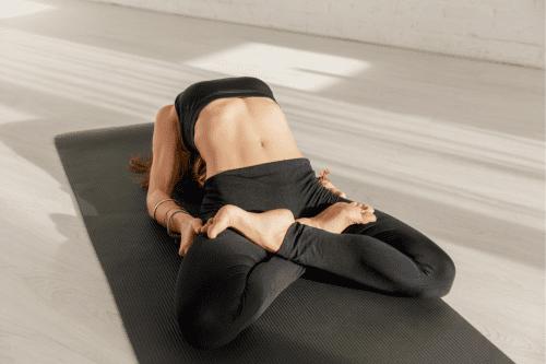 exercice de souplesse de yoga