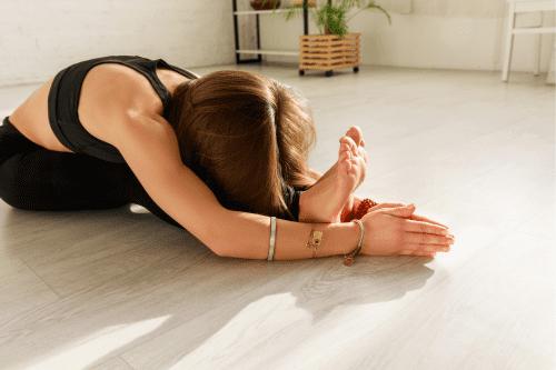 exercice de yoga de souplesse