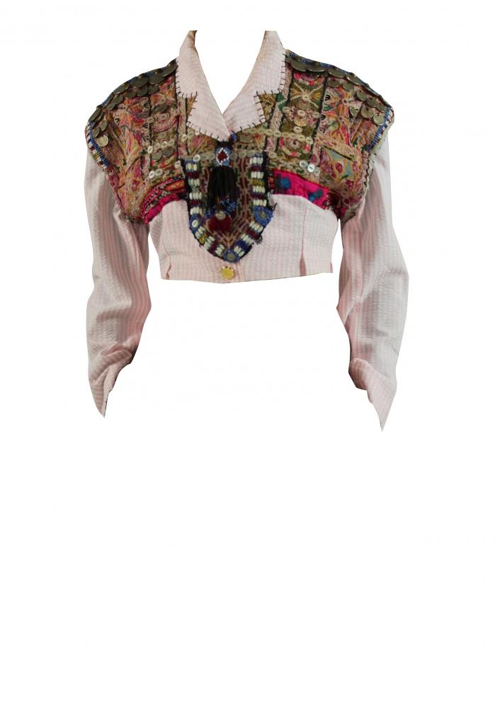 Mini veste à broderies