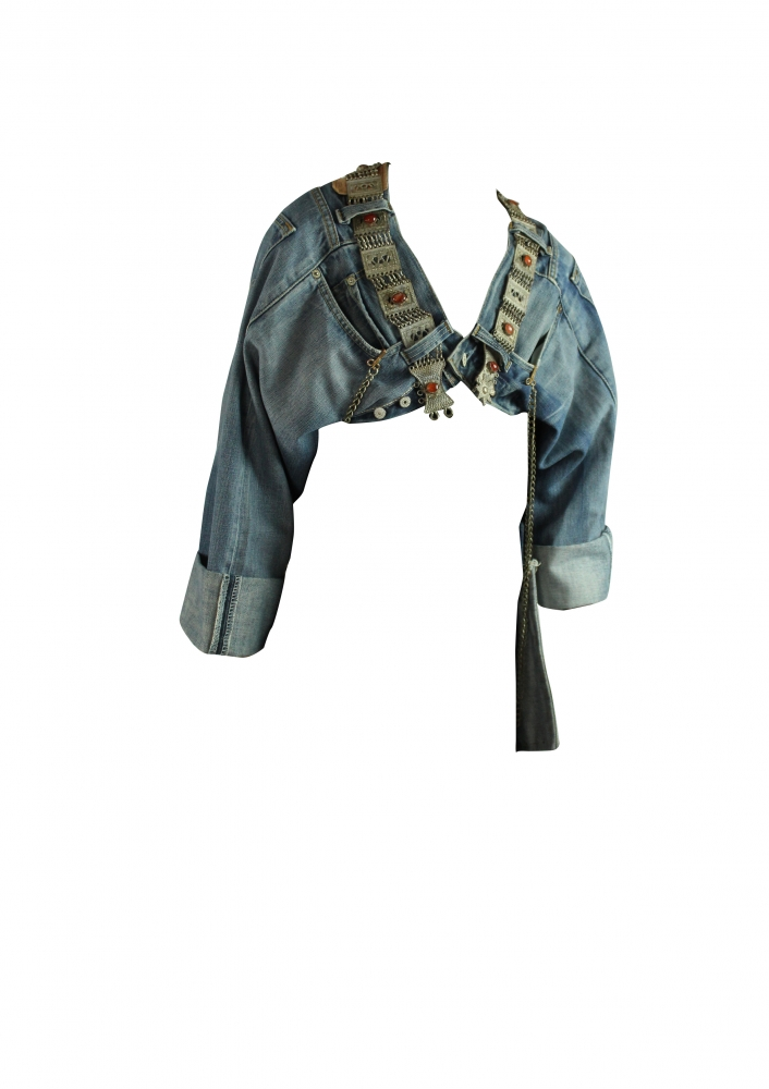 Veste en jean à bijoux