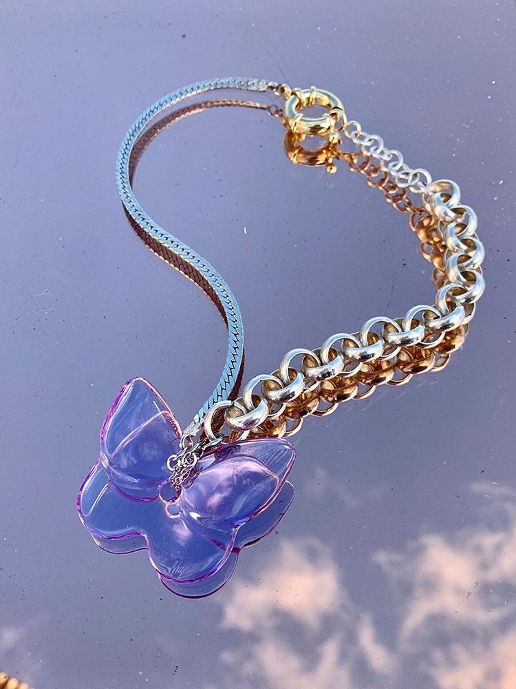 Collier Chaîne avec Pendentif Papillon lilas en Cristal.