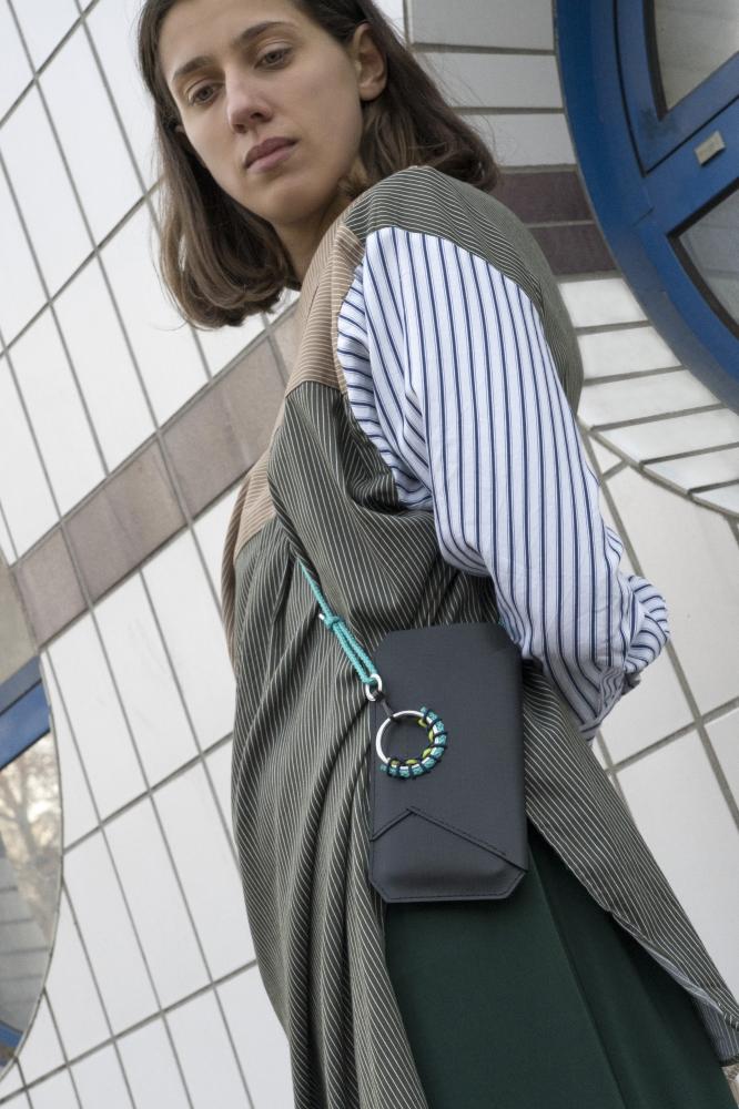 Porte-téléphone Tangram en cuir noir