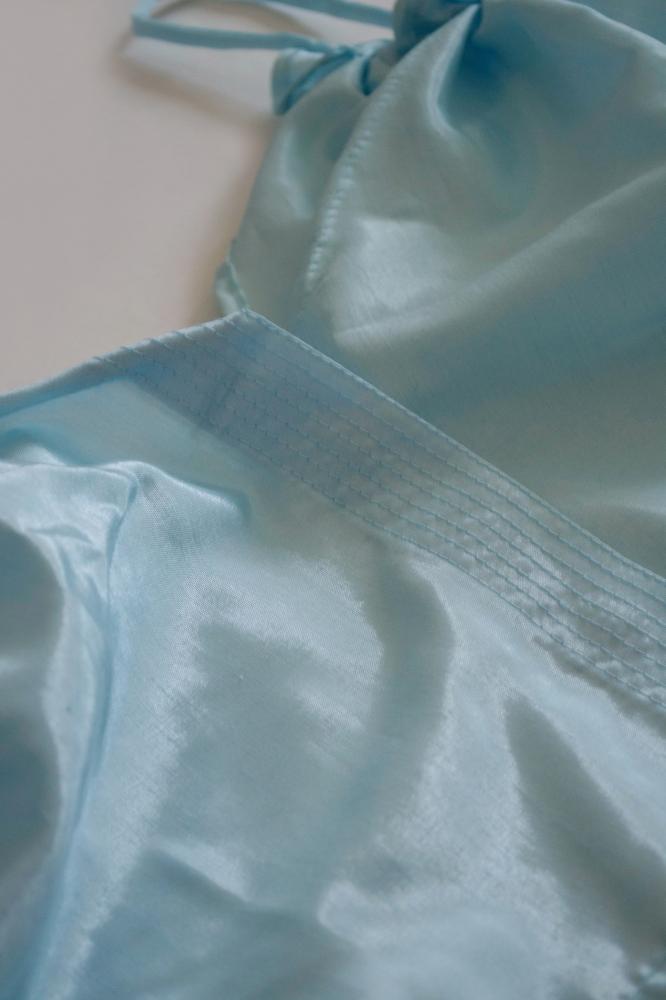 Débardeur en satin de soie bleu