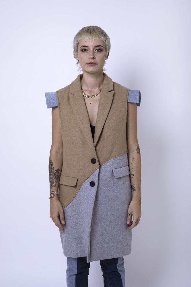 Manteau en laine bicolor sans manches